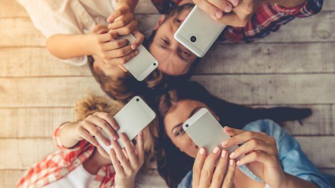 famille sur mobile